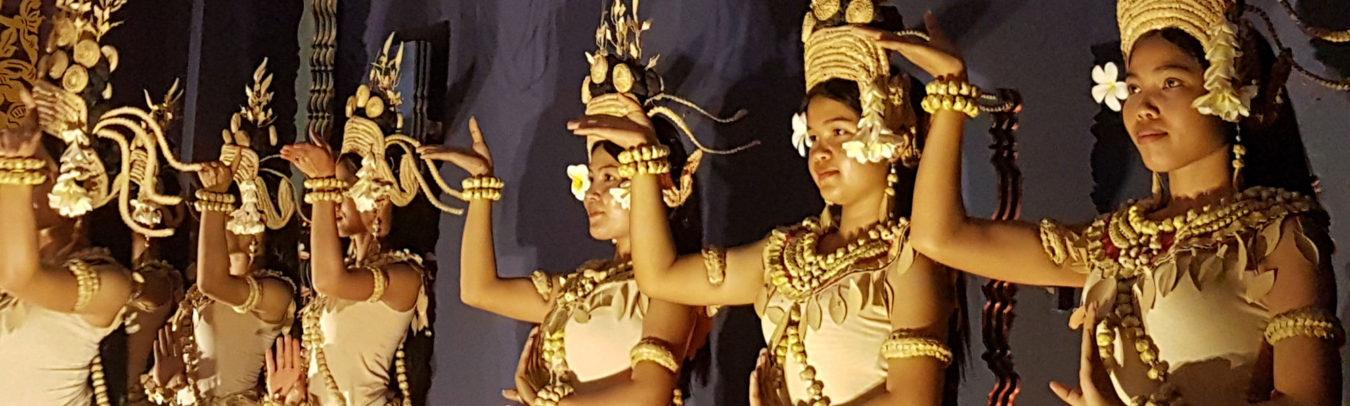 dances-in-a-private-gallery-2